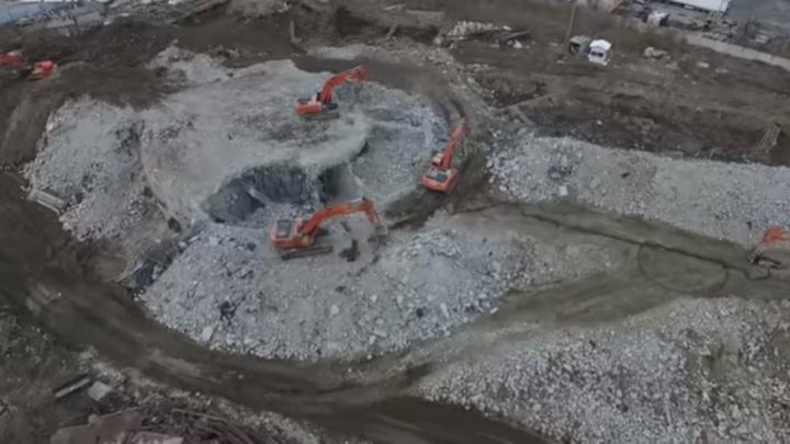 Горы «бетонного пепла»: летаем над площадкой снесенной телебашни