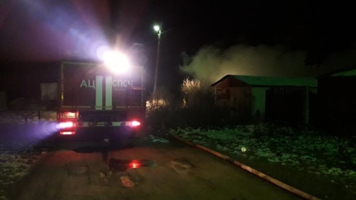 На Резинотехнике вспыхнул дом: погибла женщина, мужчина в больнице