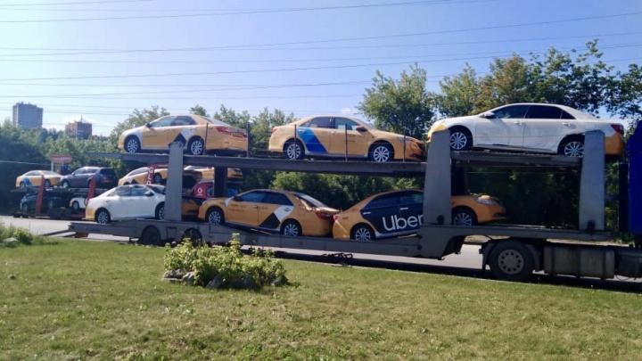 В Новосибирск завезли свежие Toyota Camry с пробегом в такси и по бросовым ценам