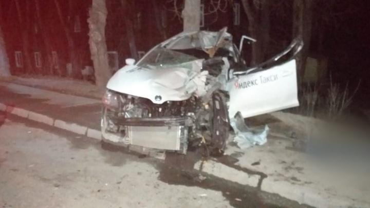 Водитель такси погиб в аварии в Первомайском районе