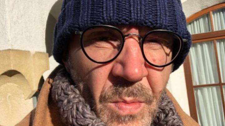 «Ждут, когда случатся трупы»: Сергей Шнуров посвятил стихотворение проблеме «черного неба» в Красноярске