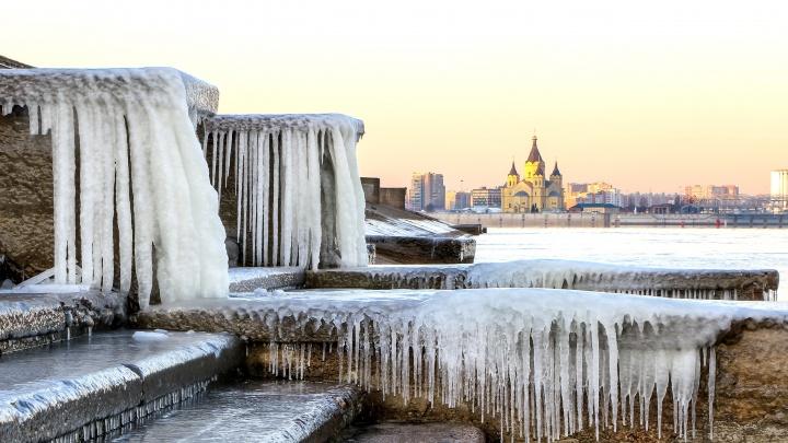 Мороз и первые лучи солнца над Нижним Новгородом: смотрим фотографии пробуждающегося города
