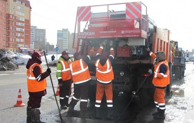 В Уфе ремонтируют дороги с помощью термос-бункера