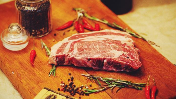 Сочные стейки, эстетика и приятные цены: «Вкусный дом» предложил гостям ежедневную обеденную акцию