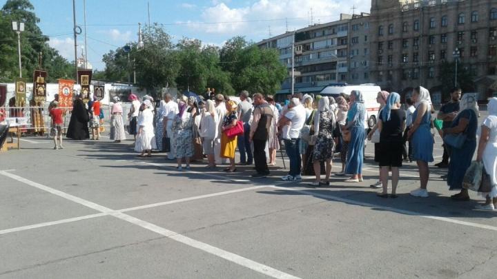 Нагрешили: сотни волгоградцев выстроились на исповедь на площади Павших Борцов