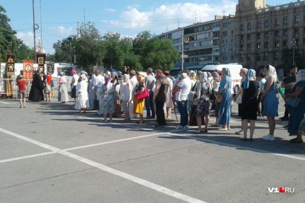 Православные на жаре пришли исповедоваться