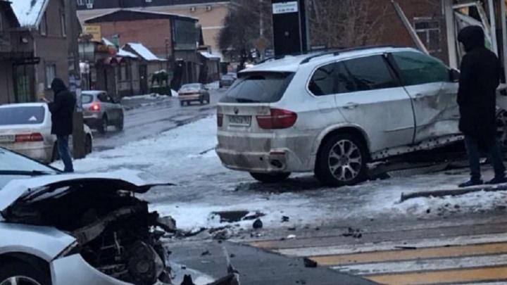 «Отправил за продуктами»: в центре Ростова столкнулись две иномарки