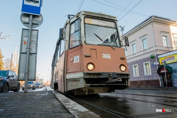 Трамвай № 11 тоже будет работать дольше обычного