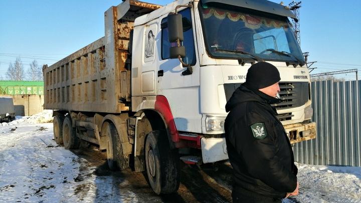 Ярославец пытался спрятать от приставов грузовик в промзоне, чтобы не платить ребёнку алименты