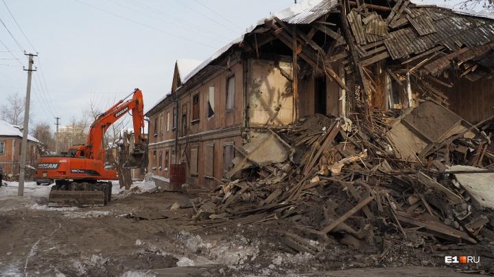 У Макаровского моста снесли старый домик в квартале, где строили первые панельки