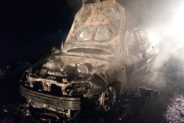 Легковушка вспыхнула на трассе в Башкирии