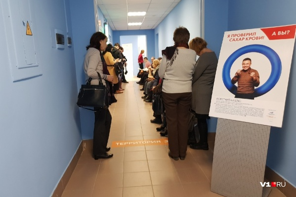 Волгоградские поликлиники зарастают вереницами очередей к разным медикам по одному и тому же вопросу