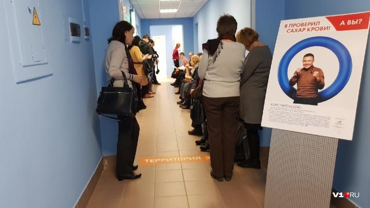 Шесть часов в очереди, отказ в скорой и семь кругов ада: три истории в волгоградских поликлиниках