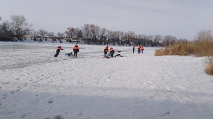 В Далматово на реке Исети и в Кургане на Тоболе допилили лёд, чтобы не допустить паводка