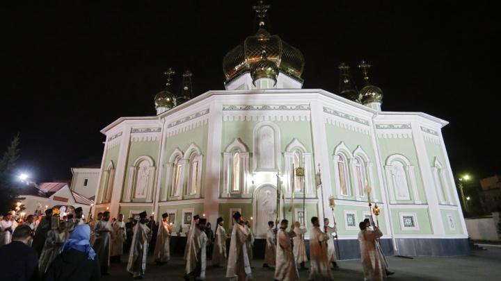 Христос воскресе: Челябинские верующие отмечают Пасху