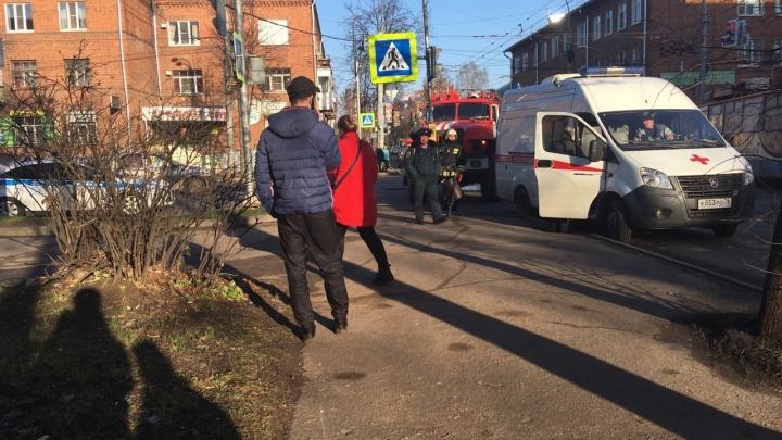 Выбежала наперерез автобусу: в Рыбинске ЛиАЗ сбил женщину