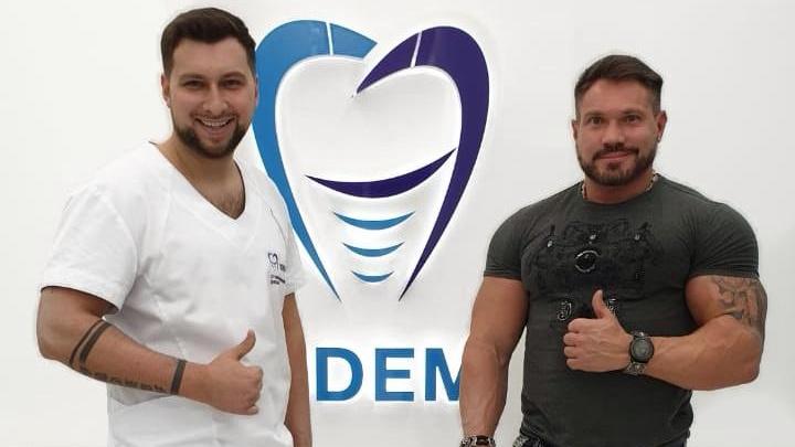 Бодибилдер из Санкт-Петербурга прилетел лечить зубы в Новосибирск