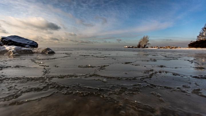 Морозная красота: 9 кадров, как лёд сковывает Обское море