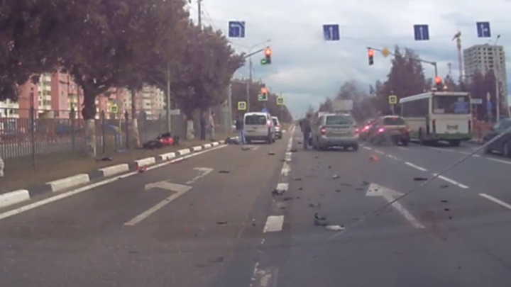 Появилось видео страшной аварии, в которой погиб мотоциклист