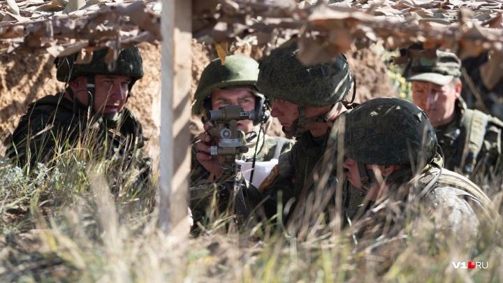 С земли и с воздуха: на Прудбое батальоны ЮВО ополчились друг против друга