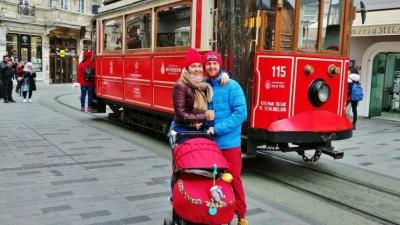 Семья с тюменского севера путешествует с грудничком:в 5 месяцев Лиза увидела Турцию, в 9 — Францию