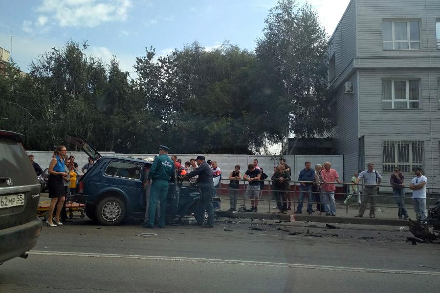 ВОмске шофёр «Нивы» умер отстолкновения с«Мерседесом»