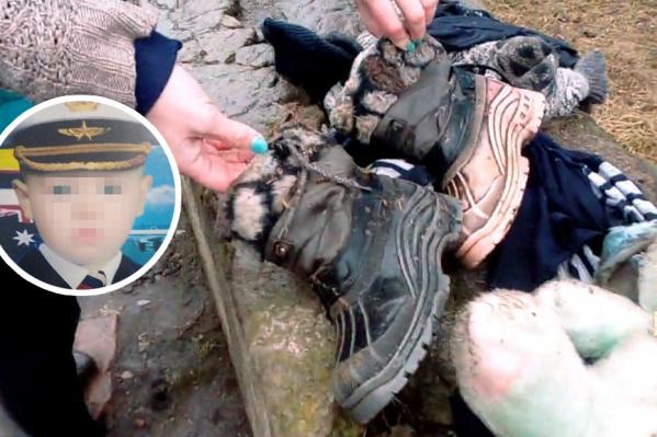 Одежда мальчика была покрыта непонятной субстанцией — то ли грязью, то ли куриным пометом