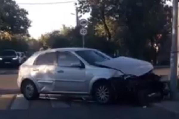 На Белорусской автомобиль влетел в столб