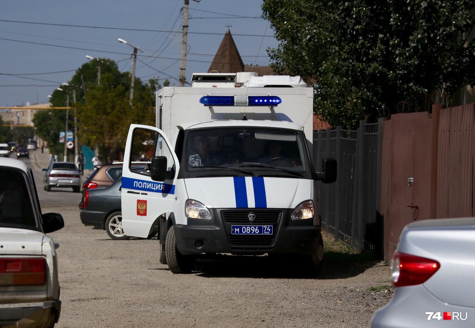 Подследственного привезли в суд на этой машине и вывели из неё уже во дворе за воротами, подальше от лишних глаз