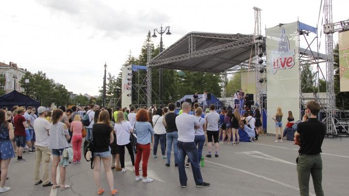Рыба на поводке, рок-концерт и танцы: в Омске прошёл «Любинский.Live»