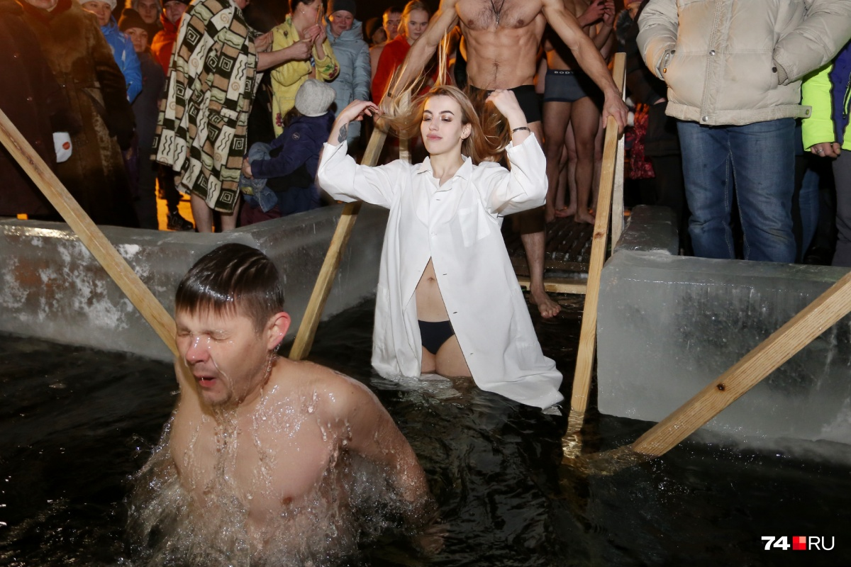 И на Крещение девочки — такие девочки...