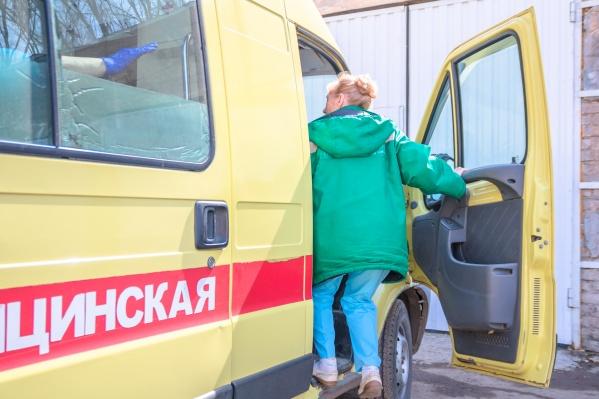 Сотрудники скорой доставили пострадавших в больницу