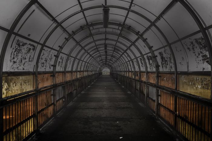 Жители города пожаловались на темные переходы