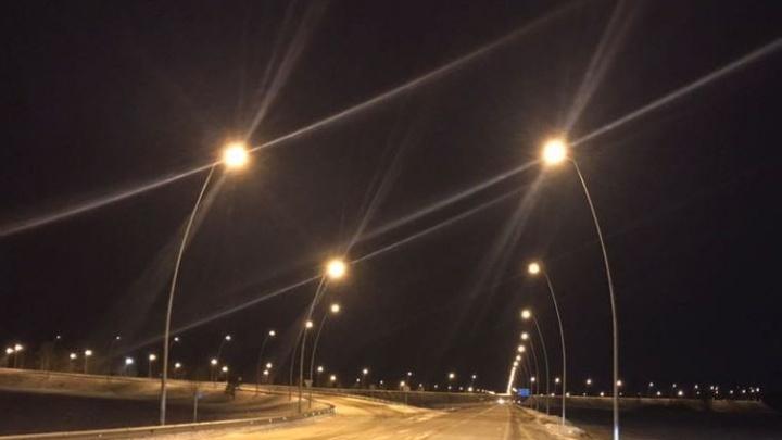 На трассе перед аэропортом включили новые фонари