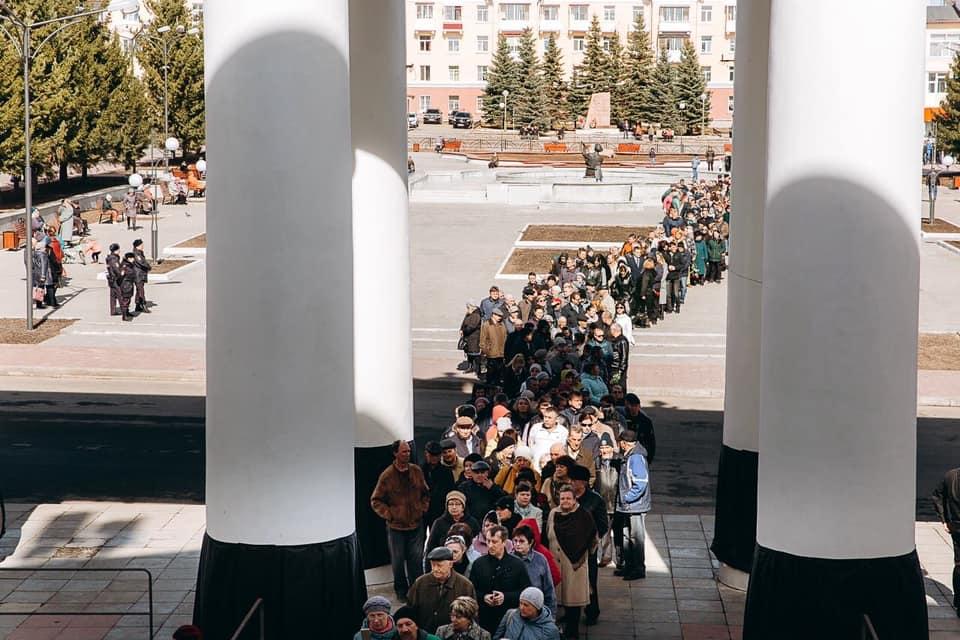 Тысячи уральцев пришли проститься с меценатом Владиславом Тетюхиным