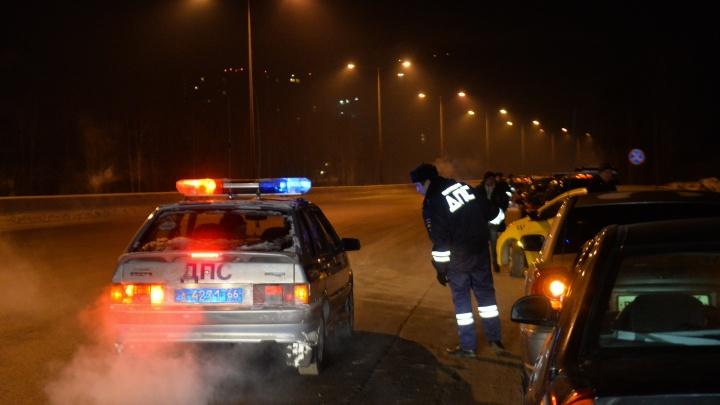 В Екатеринбурге арестовали на 12 суток водителя, который отказался снять тонировку