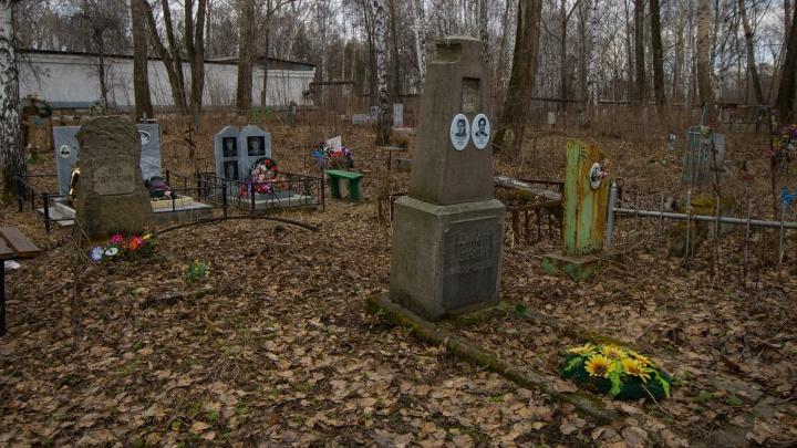В родительский день до екатеринбургских кладбищ пустят дополнительные автобусы