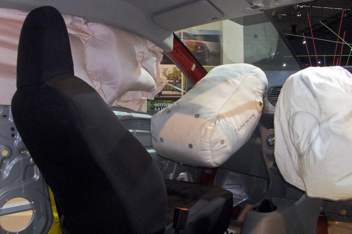 Опасные для жизни подушки Takata стоят на миллионах автомобилей по всему миру