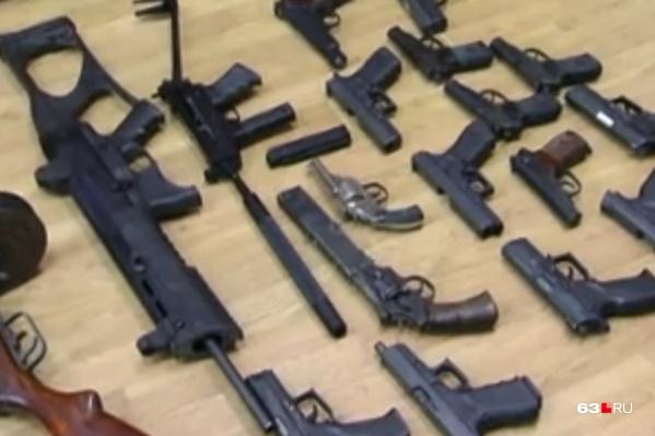 Силовики изъялипистолет-пулемет «Кедр», пистолет-пулемёт Шпагина и три пистолета Стечкина