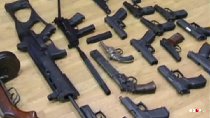 Продавал криминальным авторитетам: в Самаре у местного жителя изъяли склад оружия и боеприпасов
