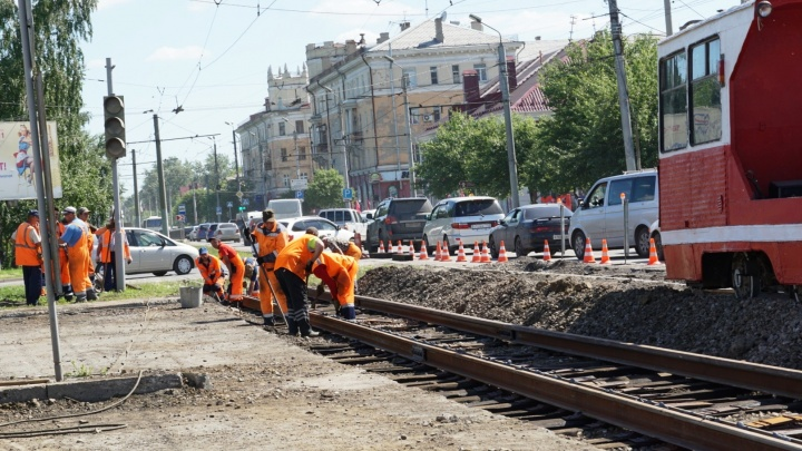 В мэрии объяснили, почему на Масленникова работал светофор для перекрытой части дороги