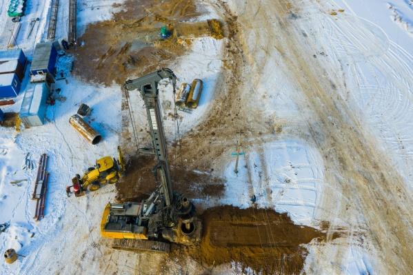 Буровая установка подготовит основание для опор путепровода