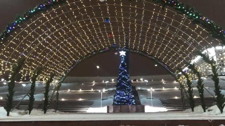 В Самаре на волжском спуске установили светящуюся арку