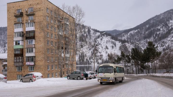 Рядом с ж/д вокзалом в Дивногорске через трассу решили построить новый пешеходный мост