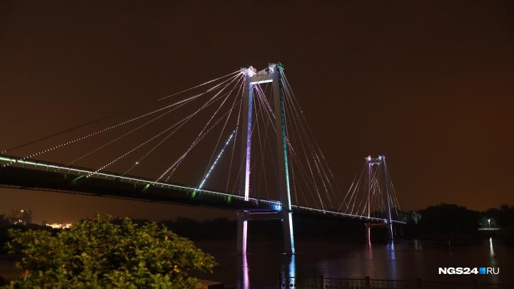 Расписание работы подсветки в центре: когда любоваться шоу на Вантовом и Коммунальном мосту