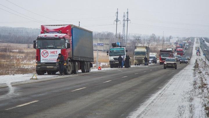 Награбили на миллион: трио иностранцев отдали под суд за нападения на дальнобойщиков на Южном Урале