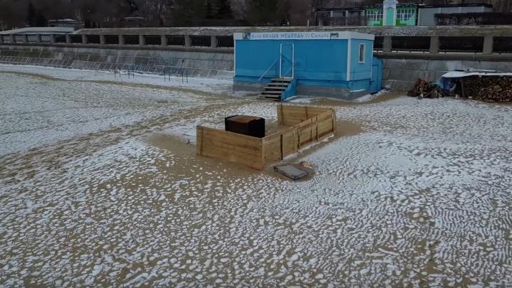 Парилку для моржей на самарском пляже сняли на видео с высоты