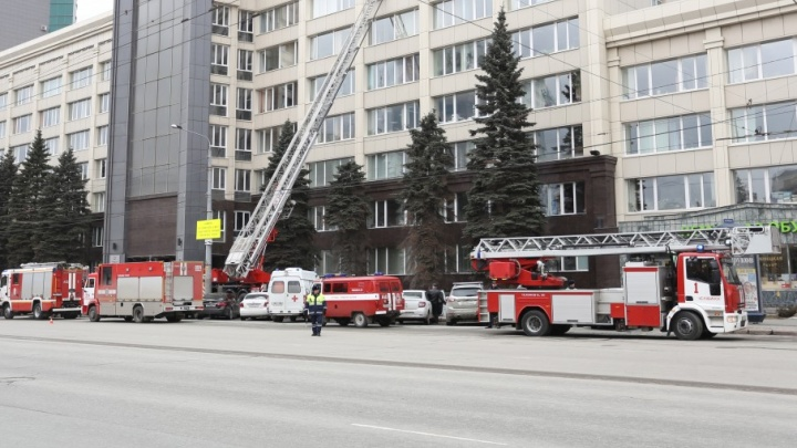 Четыре министерства — на улице: из правительственного здания в Челябинске эвакуировали людей