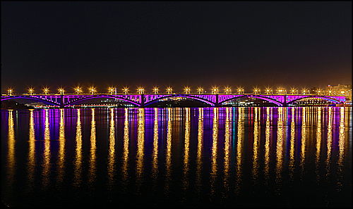 Стало известно расписание работы подсветки Коммунального моста