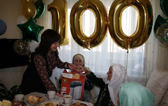 Ветеран ВОВ отметила свой 100-летний юбилей в Уфе